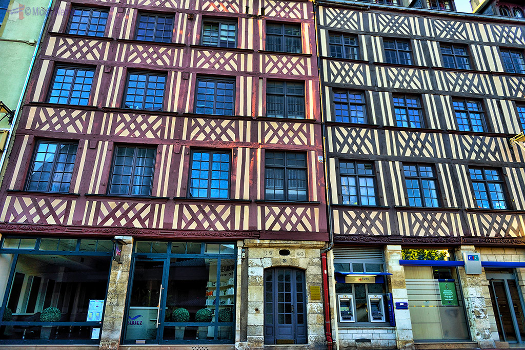 """Recent """"old"""" houses in Rouen"""