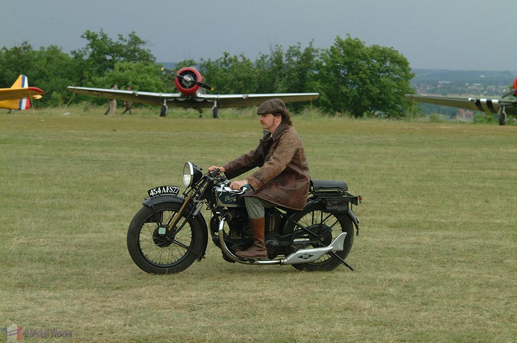 La Ferte Alais aeronautical show, vintage vehicles