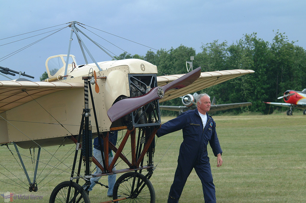 La Ferte Alais aeronautical show, dragging the old aircraft in place for a flight exhibition