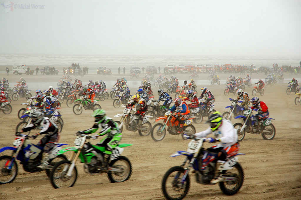 1100 motorcycles start at Le Touquet Enduropale
