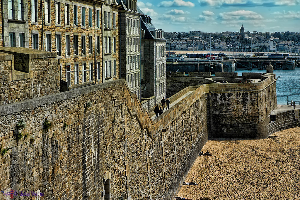 Side view of the fortified wall of St. Malo