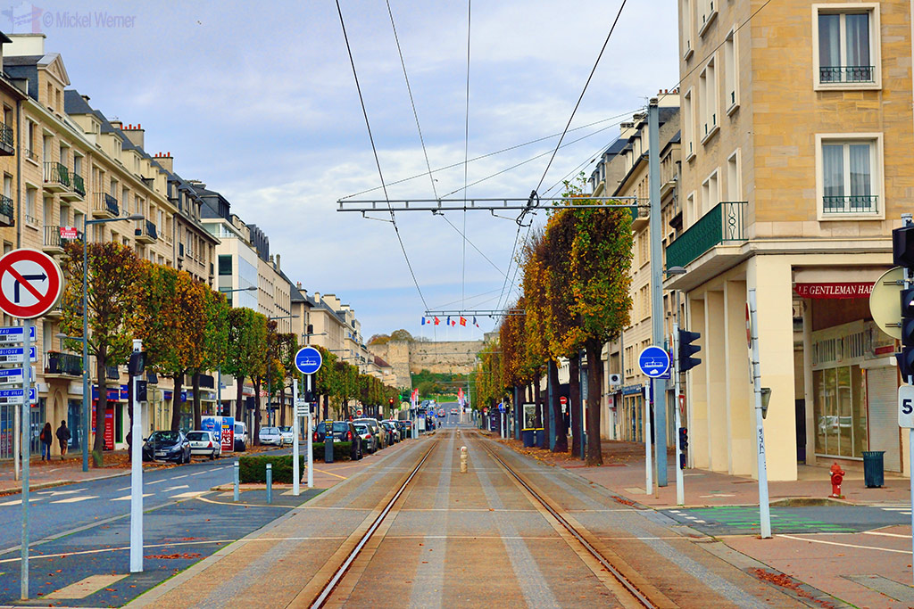 Tram leading to the Caen fortress