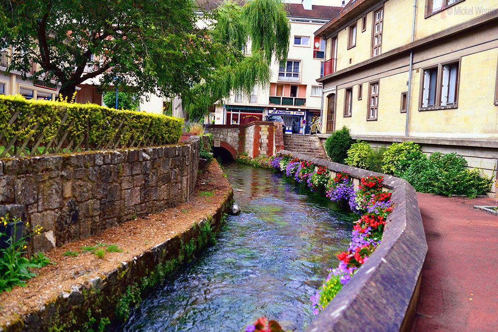 Small river flowing through Caudebec-en-Caux