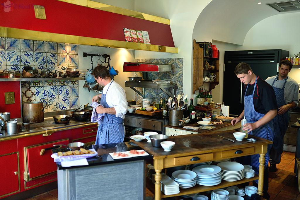 Manoir de Retival's kitchen in Caudebec-en-Caux