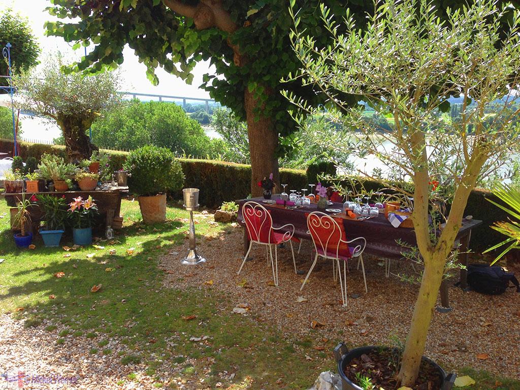 Outside dining at the Manoir de Retival in Caudebec-en-Caux