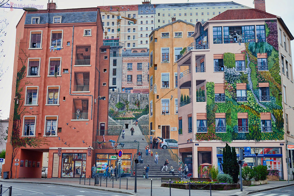 """Mural painting of the """"Mur des Canuts"""""""