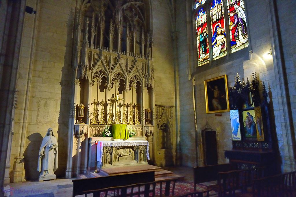 Inside the nave of the Cathedrale Saint-Jean-Baptiste de Lyon - Saint John the Baptist Cathedral of Lyon