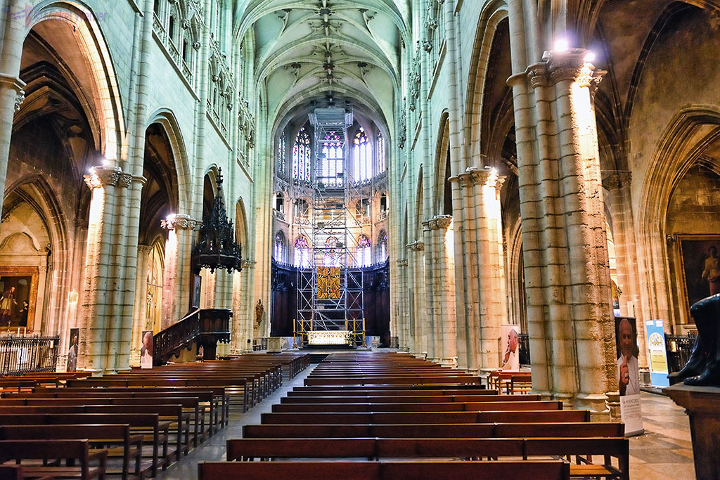 Inside the nave of the Saint-Nizier Church of Lyon