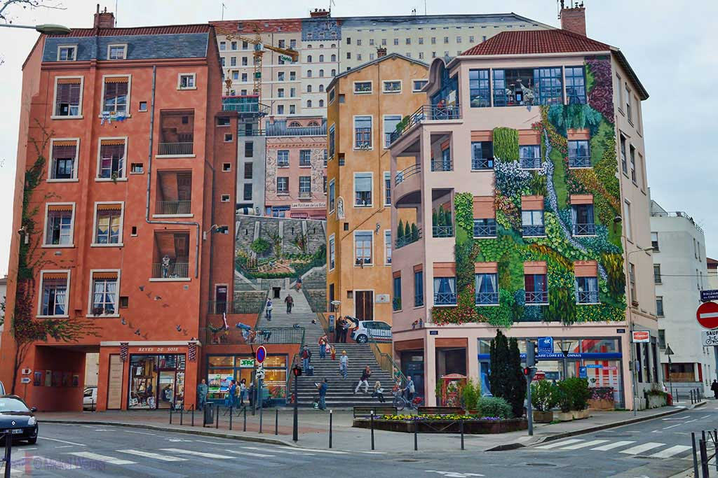 "The mural painting ""Mur des Canuts"" in Lyon"