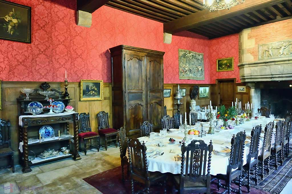 Small dining room inside the Vallon-en-Sully Castle -Chateau de Peufeilhoux