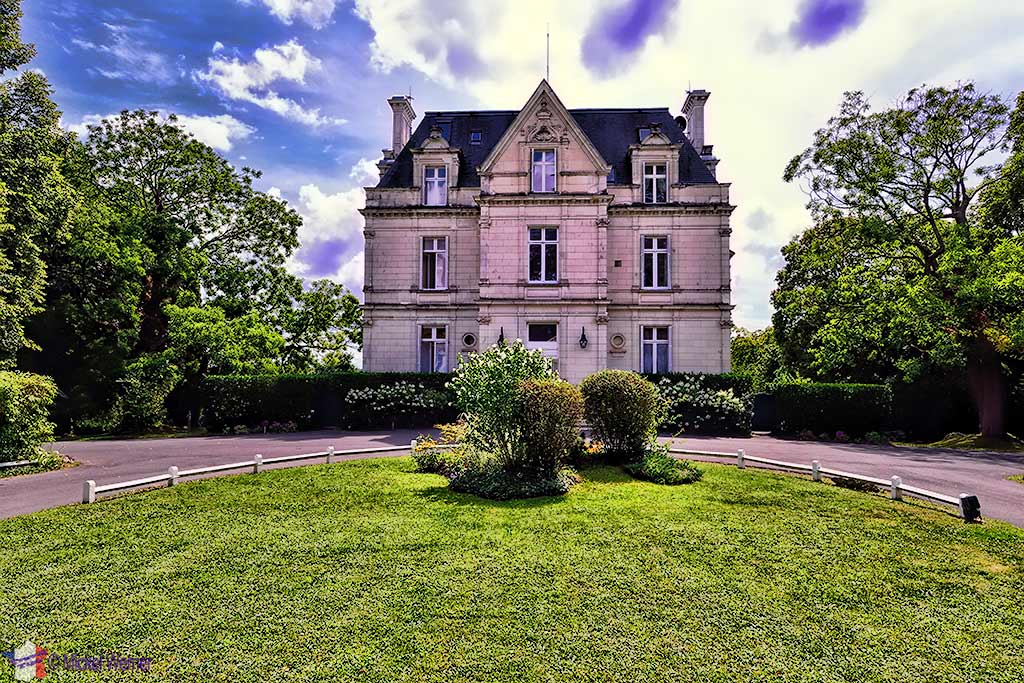 Pavillon (and rooms) of the Domaine de la Tortiniere castle in Veigne (Loire Valley)