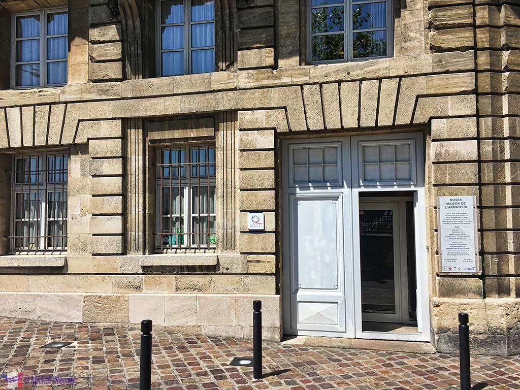 """Entrance of the """"Maison de l'Armateur"""" in Le Havre"""