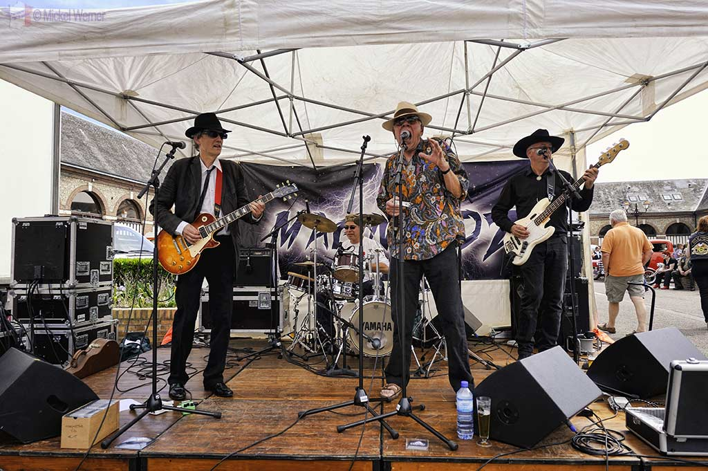 Magnitoz blues band playing