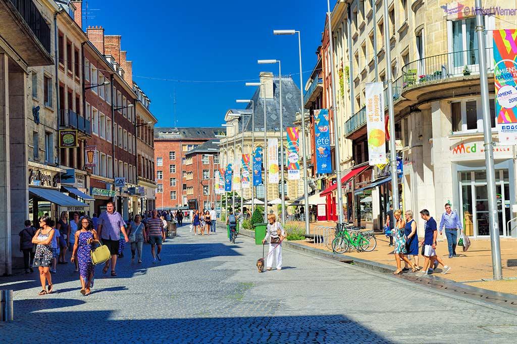 Pedestrian shopping street in Amiens