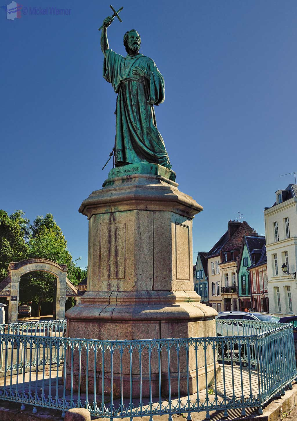 Pierre l'Ermite (Peter the Hermit) statue behind the Amiens cathedral