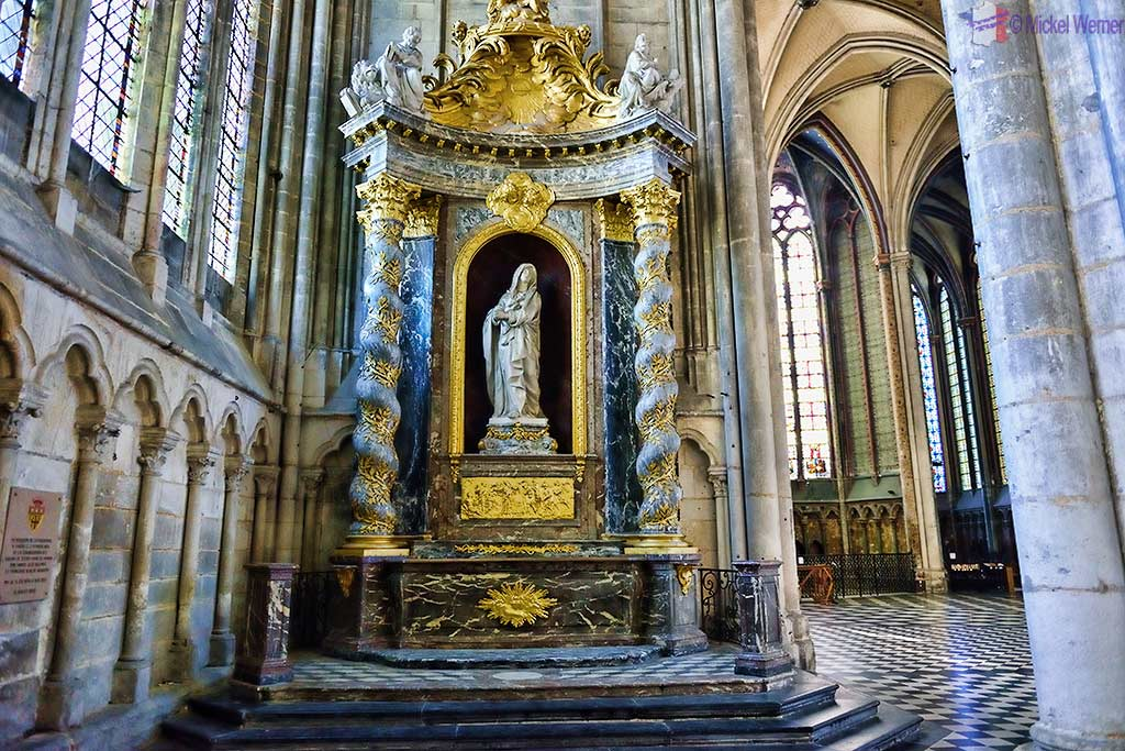 Baroque altar, chapel Notre-Dame-de-Pitie on the north side of the choir of the Notre-Dame cathedral in Amiens