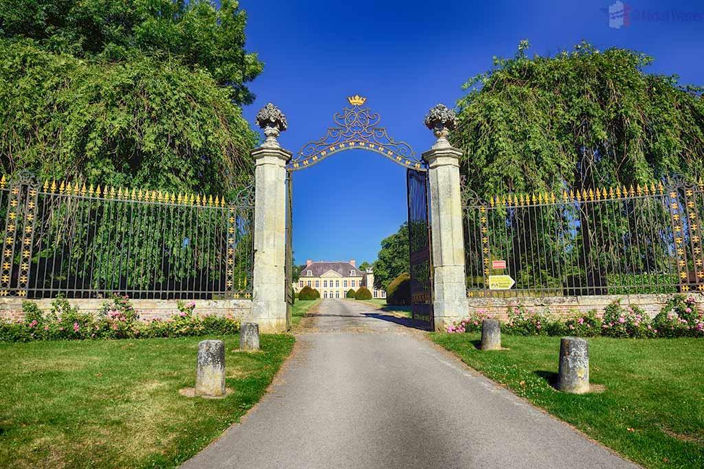 Chateau (Castle) Courcelles-sous-Moyencourt in Picardie, the Lama castle