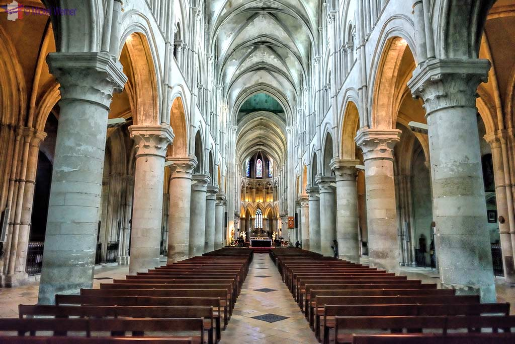 The Lisieux cathedral's nave