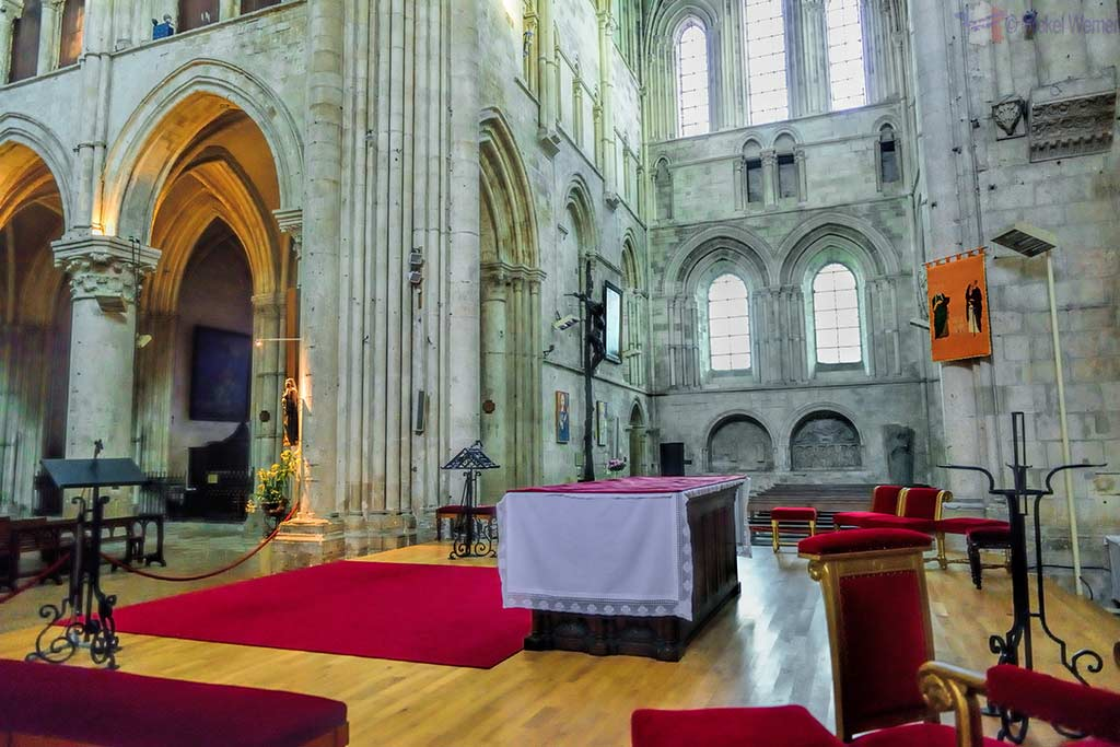 Altar in the transept of the cathedral of Lisieux
