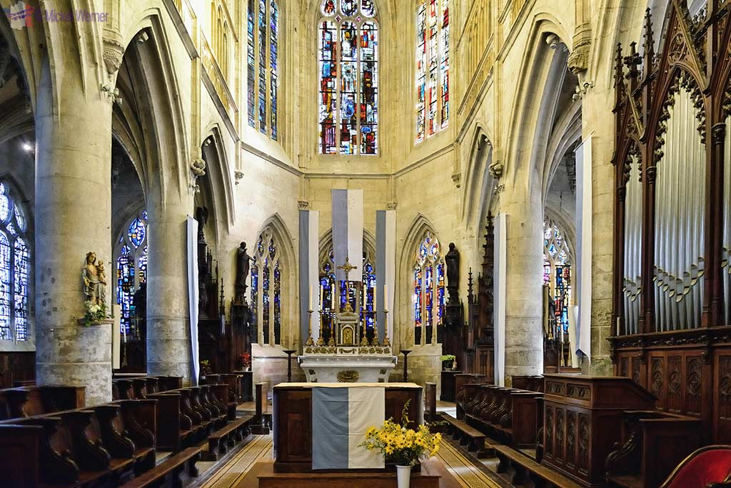 The altar of the Saint-Michel church in Pont l'Eveque, Normandy