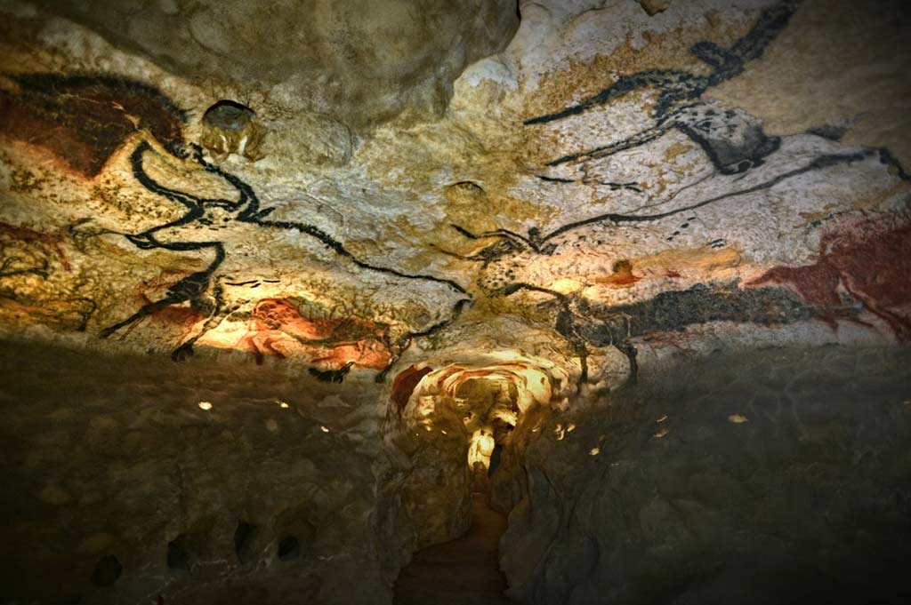 Graffiti Museum Opens – 20,000 Year Old Lascaux Cave Art