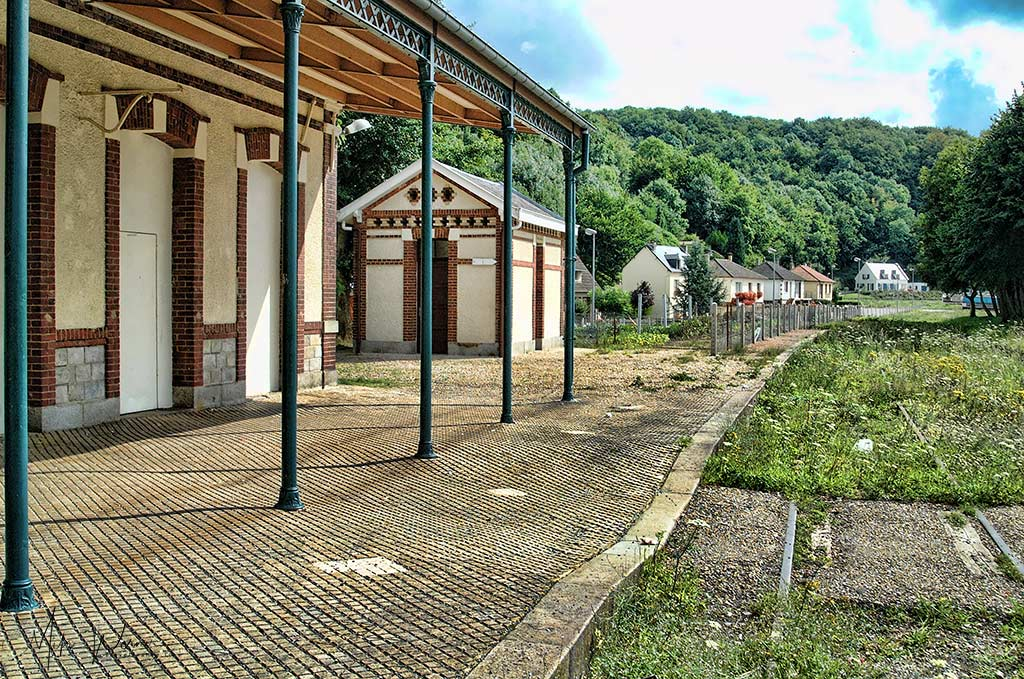 Closed down railway station (Cany-Barville, Normandy)
