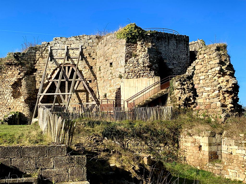 Watchtower of the Guildo Fortress ruins in Saint-Jacut-de-la-Mer.