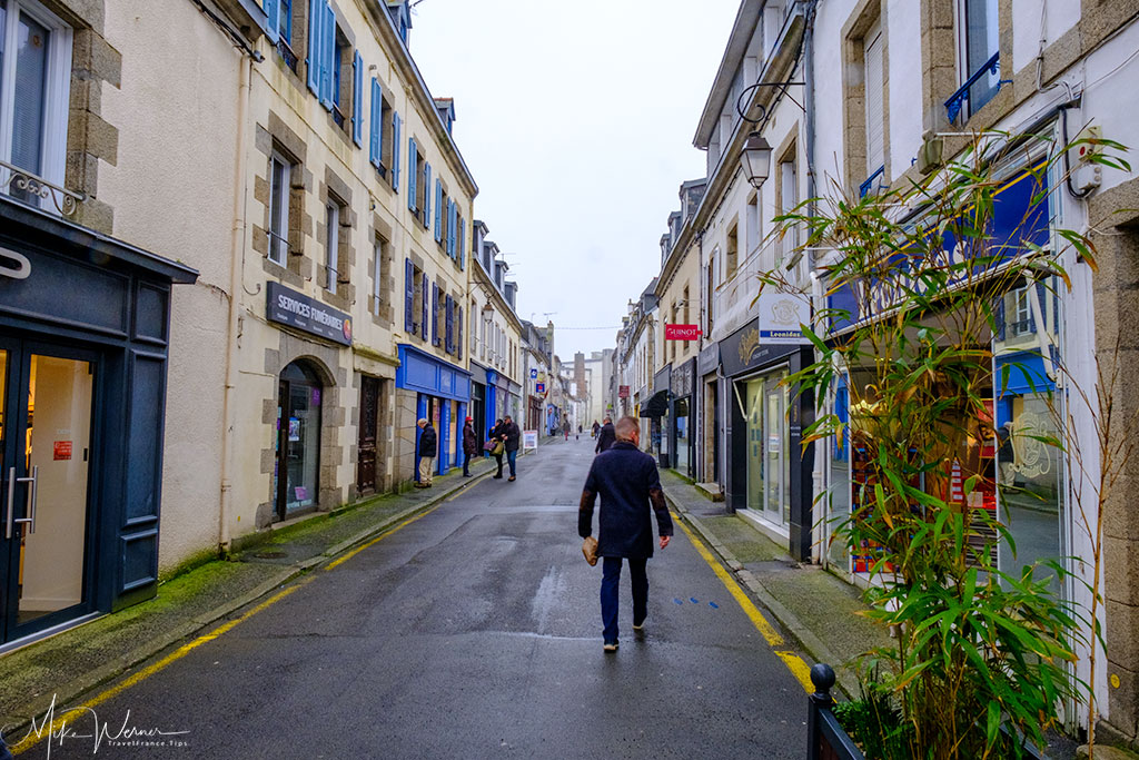 Shopping street in Concarneau'