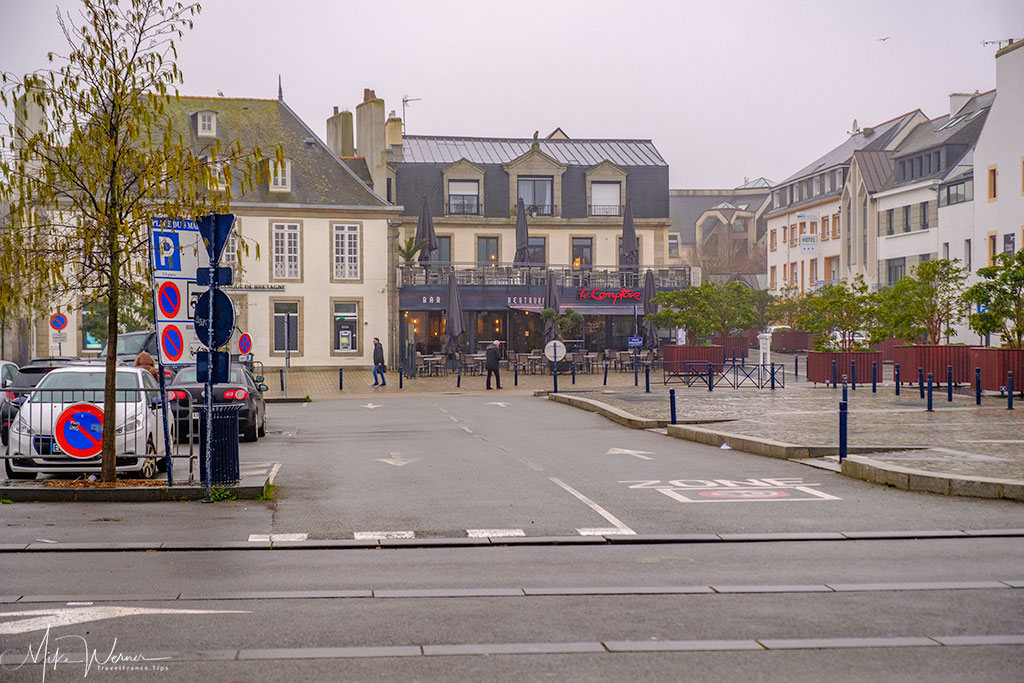 Parking area in front of the walled city and the city itself of Concarneau'