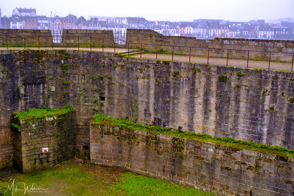 Walls in the walled city of Concarneau