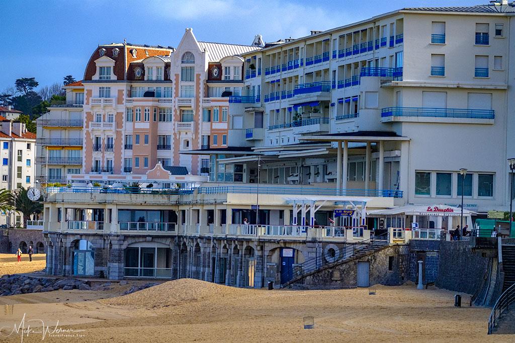 Spas alongside the Saint-Jean-de-Luz beach