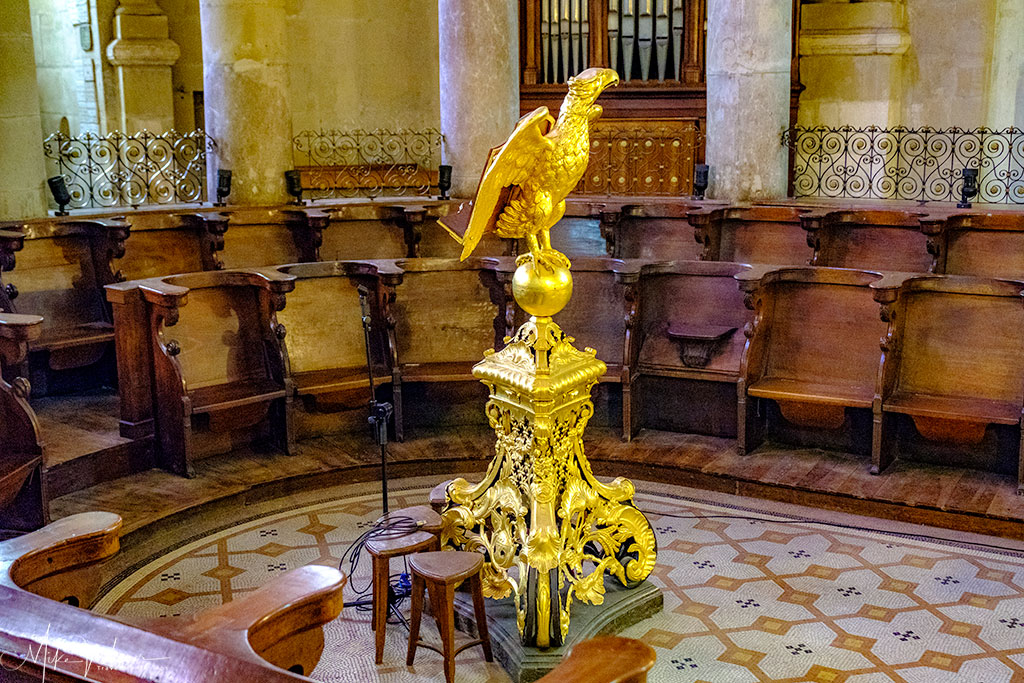 Priests seating area in the Cathedral 'Cathedrale Saint-Apollinaire de Valence'