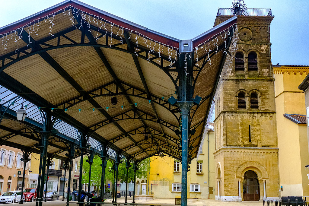 Food market Halle Saint-Jean and the Saint-Jean church in Valence'