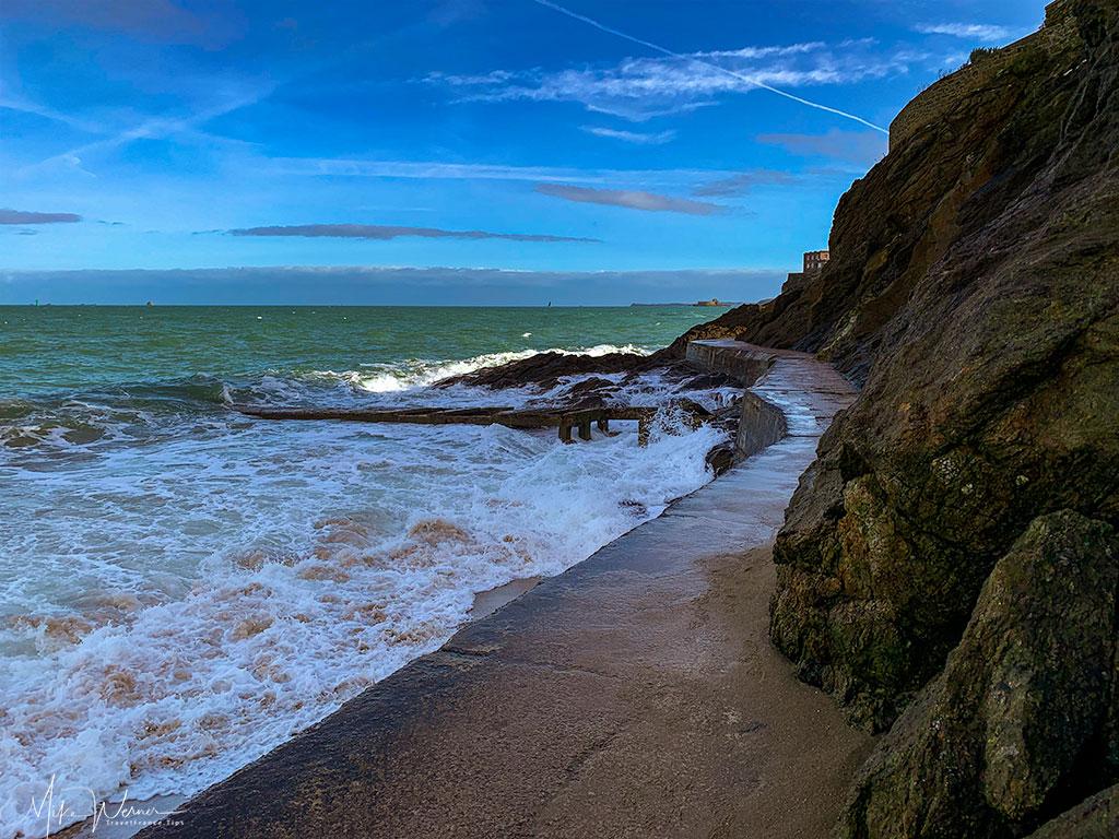 The sea and the Dinard promenade