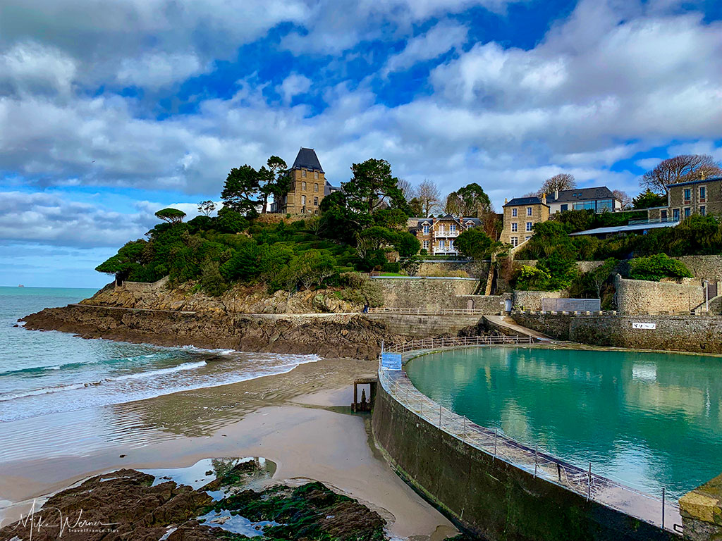 Natural swimming pool at the seaside of Dinard'