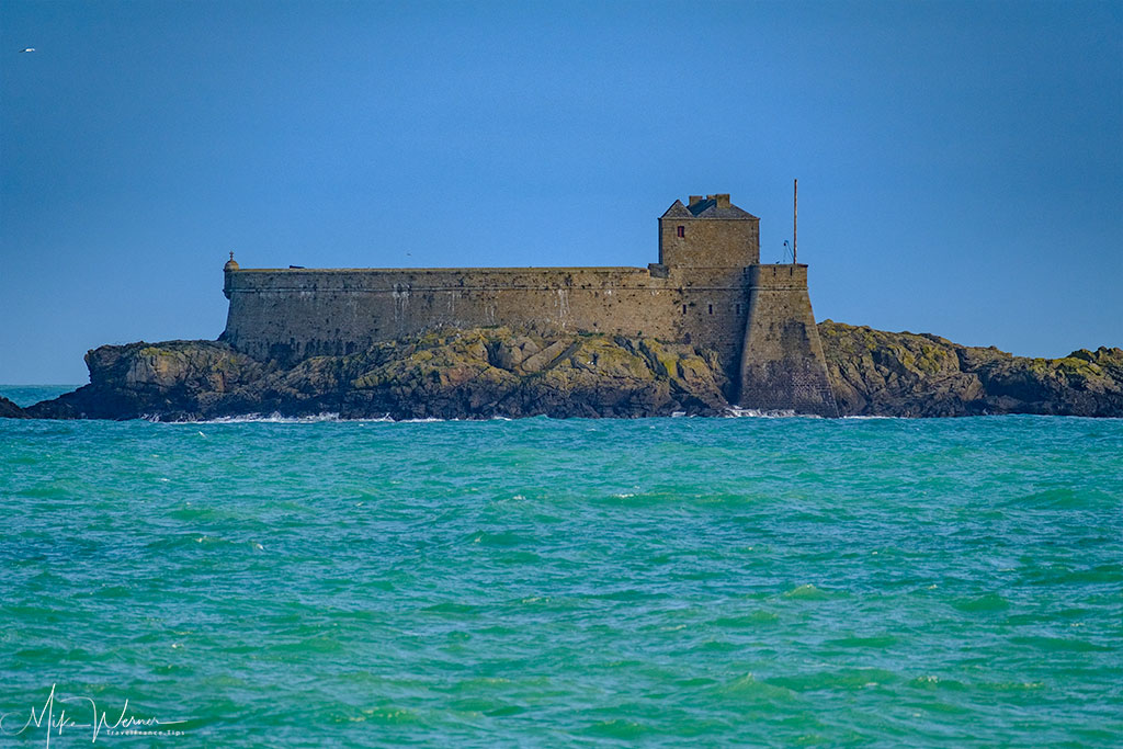Large island fortress in front of Dinard