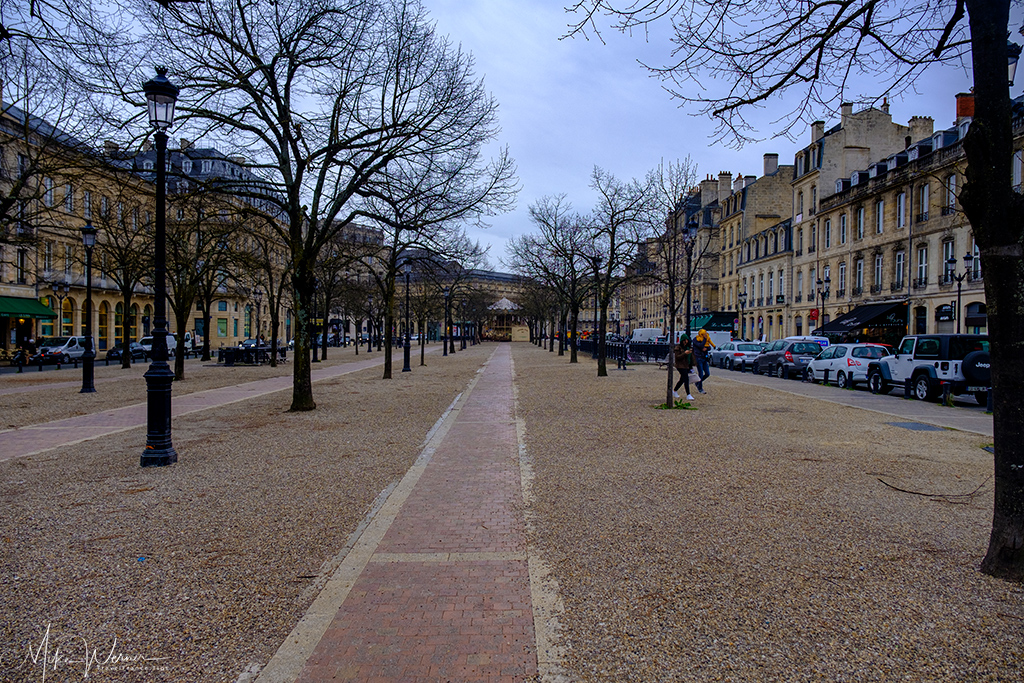 Large pedestrian area in between car lanes in Bordeaux