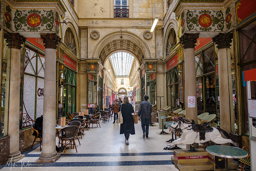 Luxurious shopping galerie in Bordeaux