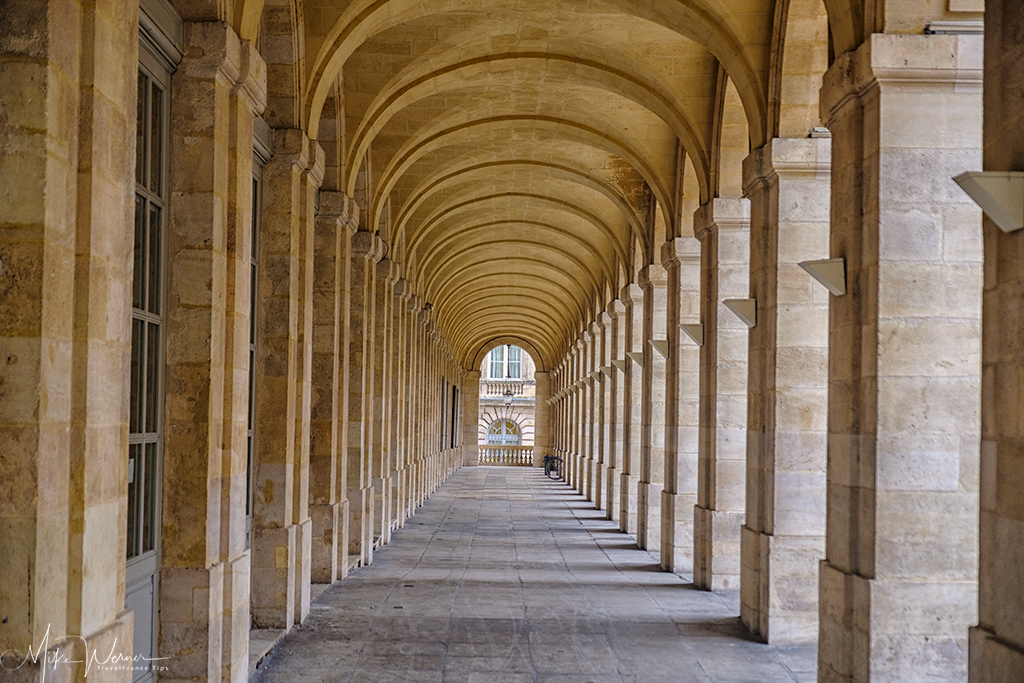 Between the pillars of the Grand Theatre of Bordeaux