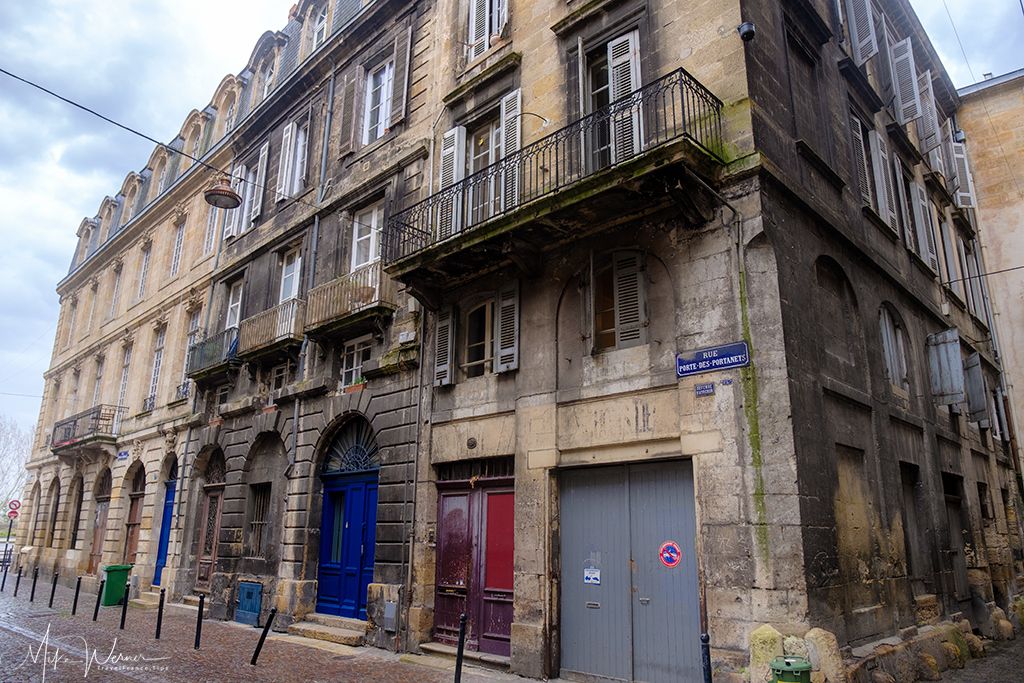 Polluted building in Bordeaux