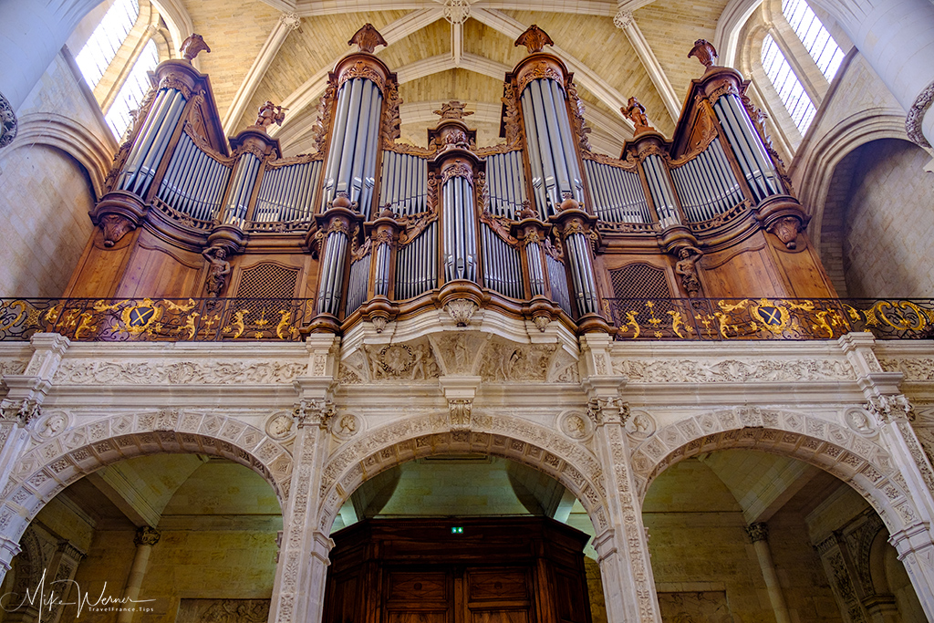 Closeup of the Bordeaux Cathedral organ