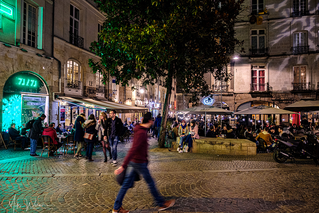 Nighttime in Nantes, with its many sidewalks terraces