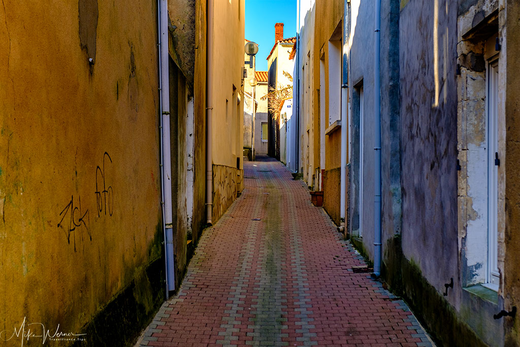 Very narrow streets at Les Sables-d'Olonne