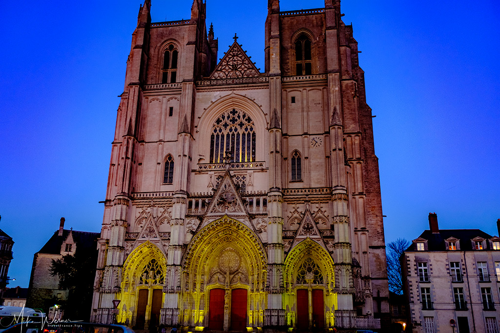 The Nantes cathedral at nightfall.