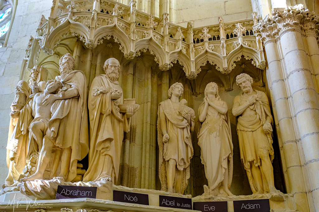 Several of the statues to be found inside the Nantes cathedral