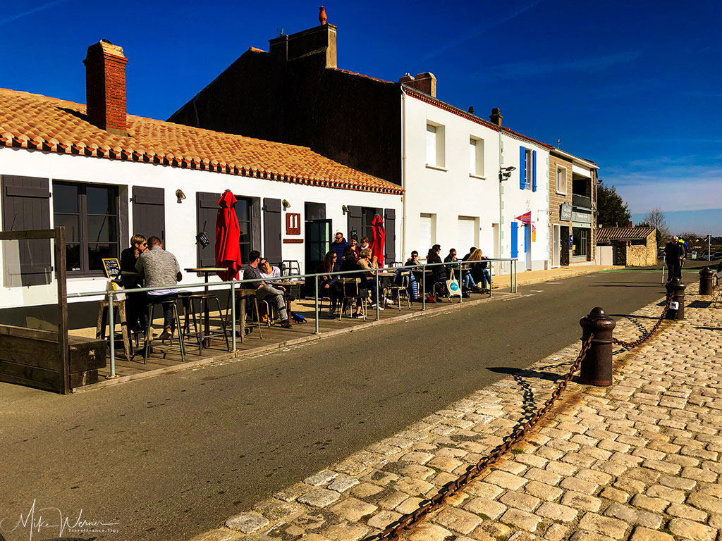 Restaurants along the canal in Noirmoutier-en-l'Ile