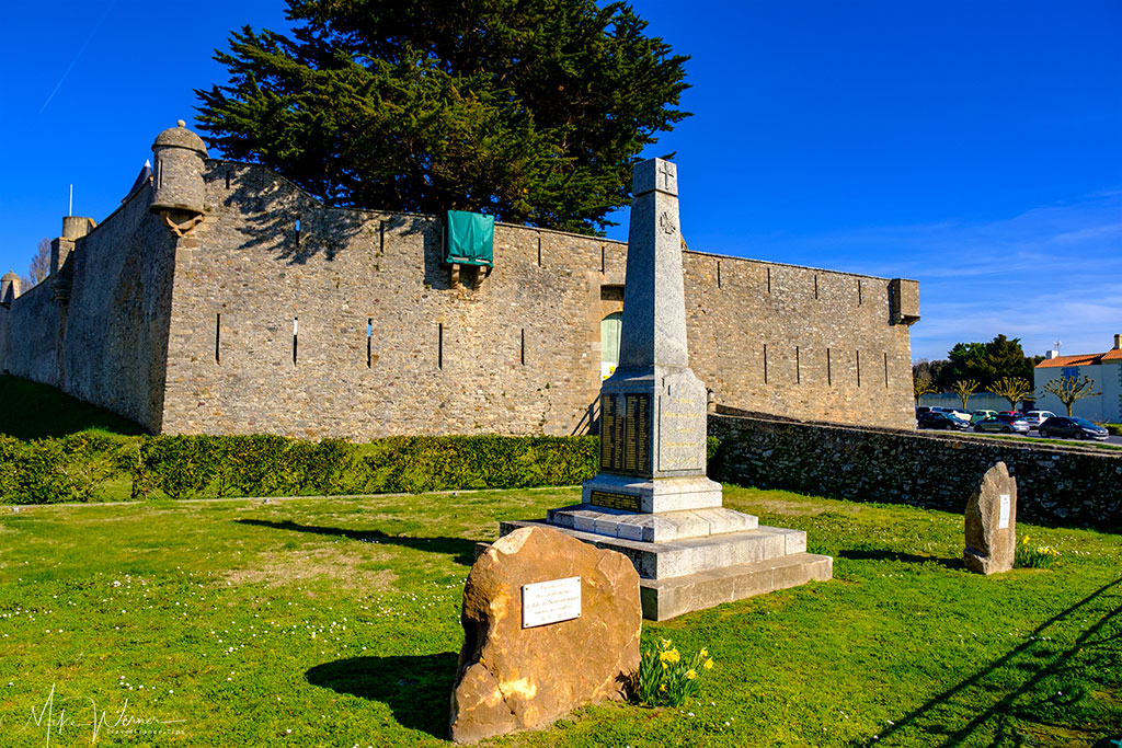War Memorial in front of the Noirmoutier castle Noirmoutier-en-l'Ile