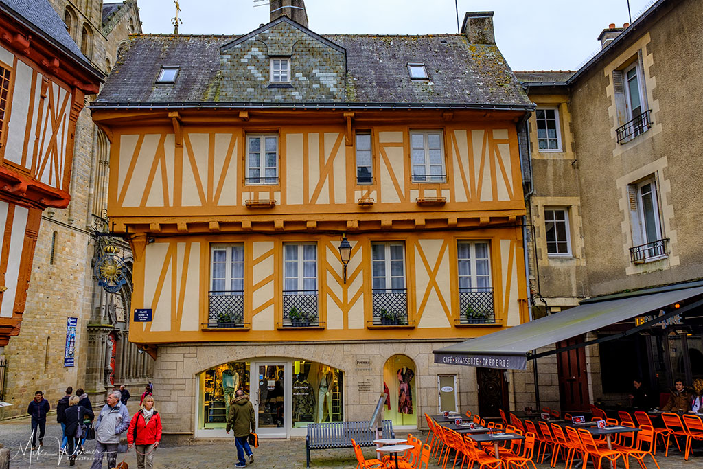 Cafe/Crepes and clothing shop in Vannes, Brittany