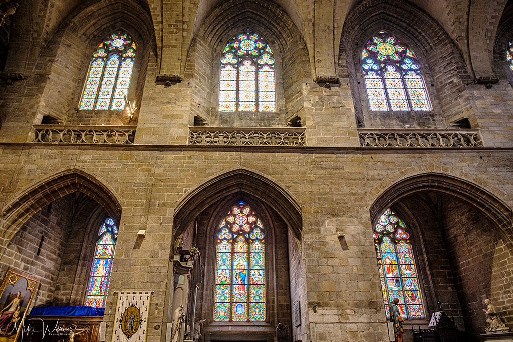 Several stained glass windows alongside the Saint-Pierre cathedral of Vannes