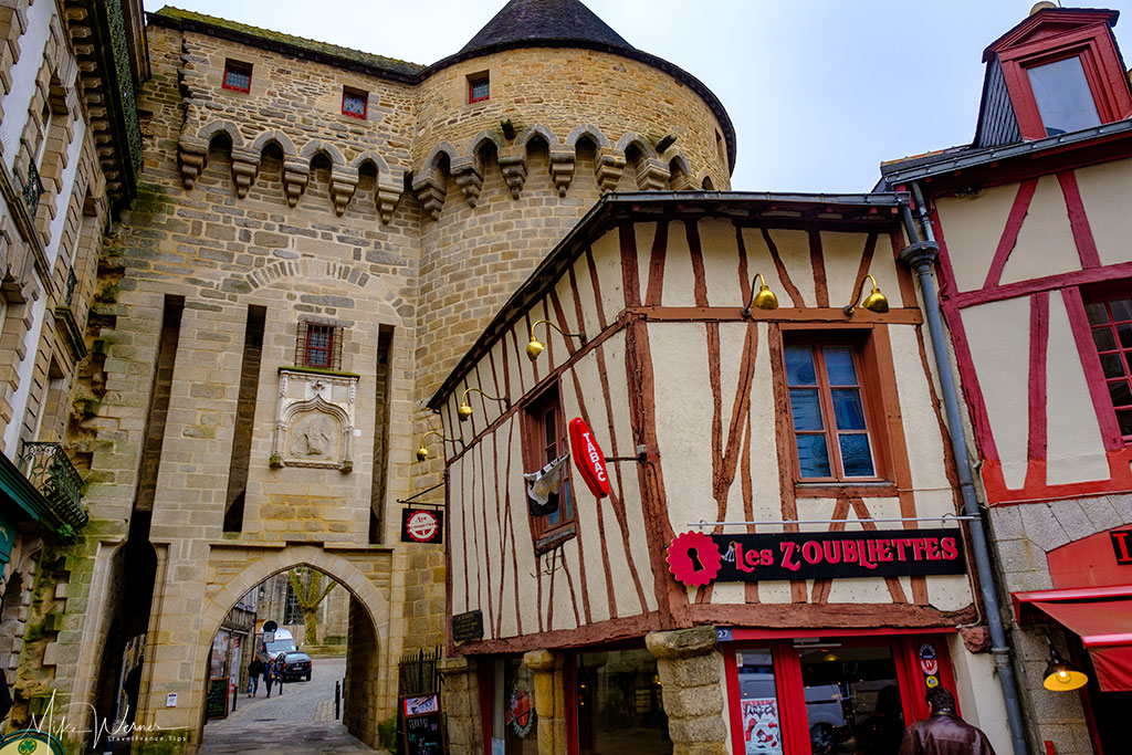 Front of the Prison Gate (Porte Prison) alongside the ramparts of Vannes